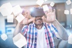 Samengesteld beeld van digitaal het geproduceerde grijze kubussen 3D drijven Stock Afbeeldingen