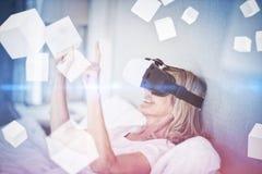 Samengesteld beeld van digitaal het geproduceerde grijze kubussen 3D drijven Stock Fotografie