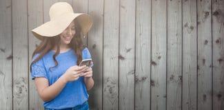Samengesteld beeld van donkerbruine vrouwen die de zomerhoed dragen Royalty-vrije Stock Afbeeldingen