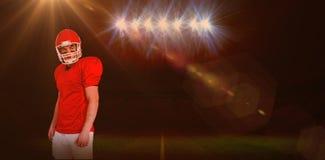 Samengesteld beeld van ernstige Amerikaanse voetbalster die een helm dragen Stock Afbeeldingen