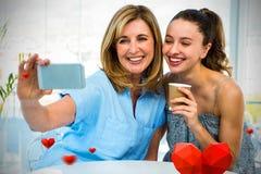 Samengesteld beeld van familie en valentijnskaarten 3d harten Royalty-vrije Stock Foto