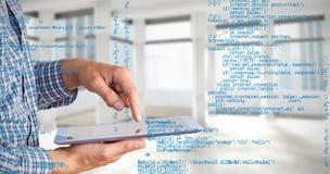 Samengesteld beeld van geeky zakenman die zijn tabletpc met behulp van stock afbeeldingen