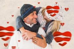 Samengesteld beeld van gelukkig paar in de wintermanier het omhelzen Stock Foto's