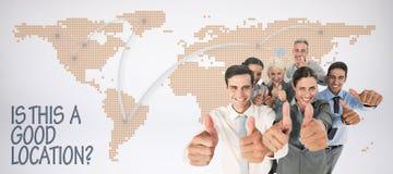 Samengesteld beeld van gelukkige bedrijfsmensen die camera met omhoog duimen bekijken royalty-vrije stock afbeeldingen