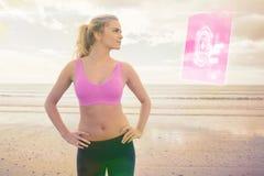 Samengesteld beeld van gestemde vrouw met handen op heupen op strand stock foto