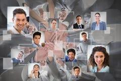 Samengesteld beeld van glimlachend commercieel team die in cirkelhanden zich verenigen stock fotografie