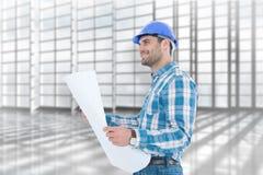 Samengesteld beeld van glimlachende ingenieur die weg terwijl het houden van blauwdruk kijken Royalty-vrije Stock Fotografie