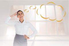 Samengesteld beeld van glimlachende nadenkende onderneemster met toespraakbel Royalty-vrije Stock Afbeeldingen