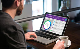 Samengesteld beeld van grafisch beeld van bankrekeningswebsite Stock Fotografie