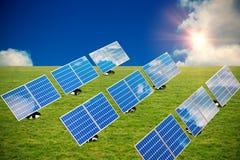 Samengesteld beeld van grafisch beeld van 3d blauw die zonnepaneel in rijen wordt geschikt Stock Afbeelding