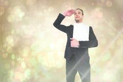Samengesteld beeld van het glimlachen zakenman het kijken en het houden van laptop Stock Afbeeldingen