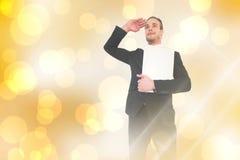 Samengesteld beeld van het glimlachen zakenman het kijken en het houden van laptop Royalty-vrije Stock Foto