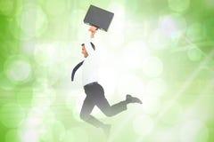Samengesteld beeld van het glimlachen zakenman het springen terwijl aktentas Royalty-vrije Stock Fotografie