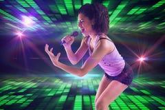 Samengesteld beeld van het mooie meisje zingen Royalty-vrije Stock Foto's