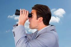 Samengesteld beeld van het onrealistische zakenman kijken aan de toekomst royalty-vrije stock afbeelding
