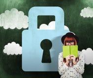 Samengesteld beeld van hipstervrouw achter een groen boek Stock Fotografie