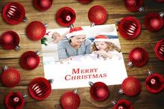 Samengesteld beeld van Kerstmissnuisterijen op lijst Stock Afbeeldingen