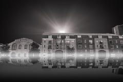 Samengesteld beeld van kraan over de bouw bij bouwwerf Royalty-vrije Stock Foto