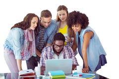 Samengesteld beeld van manierstudenten die als groep werken Stock Foto's
