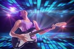 Samengesteld beeld van mooie meisje het spelen gitaar Stock Afbeeldingen