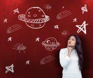 Samengesteld beeld van nadenkende Aziatische vrouw met vinger op kin Royalty-vrije Stock Afbeeldingen