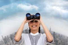 Samengesteld beeld van onrealistische onderneemster die door verrekijkers kijken Stock Foto's