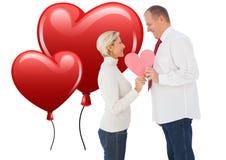 Samengesteld beeld van ouder hartelijk paar die roze hartvorm houden vector illustratie