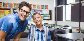 Samengesteld beeld van portret van glimlachende mannelijke leraar met student Royalty-vrije Stock Foto's