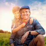 Samengesteld beeld van portret van een buigende vader naast zoon royalty-vrije stock afbeelding