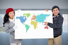 Samengesteld beeld van portret van paar met leeg karton Stock Foto