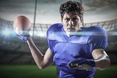 Samengesteld beeld van portret van sportman die voetbal werpen Stock Foto