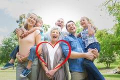 Samengesteld beeld van portret van vrolijke uitgebreide familie bij park royalty-vrije stock fotografie