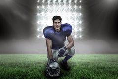 Samengesteld beeld van portret van zekere Amerikaanse voetbalster met hand op helm Stock Foto