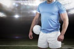Samengesteld beeld van rugbyspeler die camera bekijken Stock Foto