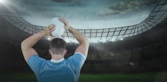 Samengesteld beeld van rugbyspeler die de 3D bal werpen Royalty-vrije Stock Afbeeldingen