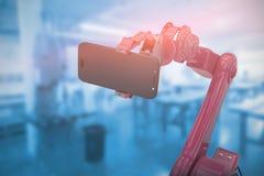 Samengesteld beeld van samengesteld beeld die van robot slimme telefoon 3d houden Royalty-vrije Stock Fotografie