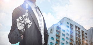Samengesteld beeld van samenstelling van zakenman met robotachtige 3d hand Stock Fotografie