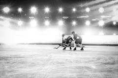 Samengesteld beeld van spelers die ijshockey spelen stock foto