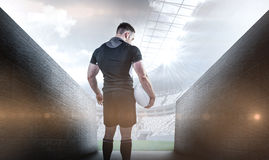 Samengesteld beeld van taaie de holdingsbal van de rugbyspeler Royalty-vrije Stock Fotografie