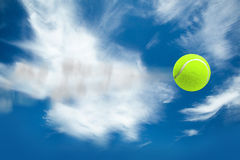 Samengesteld beeld van tennisbal met een spuit Stock Afbeeldingen