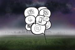 Samengesteld beeld van toespraakbellen met app pictogrammen Royalty-vrije Stock Foto's