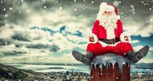 Samengesteld beeld van twijfelachtige santa alleen zitting Stock Afbeelding