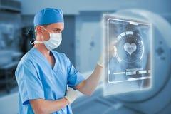 Samengesteld beeld van verpleger met chirurgisch masker wat betreft het onzichtbare 3d scherm Royalty-vrije Stock Afbeelding