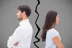 Samengesteld beeld van verstoord paar die aan elkaar na strijd spreken niet royalty-vrije stock afbeelding