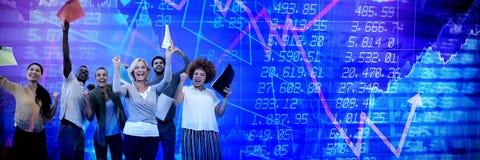 Samengesteld beeld van vrolijke bedrijfsmensenbedrijfsdossiers stock foto's