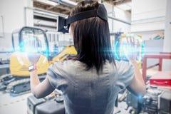 Samengesteld beeld van vrouw die een virtueel werkelijkheidsapparaat met behulp van stock foto's
