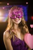 Samengesteld beeld van vrouw die maskerade in bar dragen stock fotografie