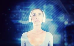 Samengesteld beeld van vrouw met hoofdtelefoons Stock Fotografie