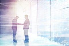 Samengesteld beeld van zakenlieden die handen schudden Royalty-vrije Stock Afbeelding