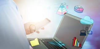 Samengesteld beeld van zakenman die mobiele telefoon en laptop met behulp van Royalty-vrije Stock Foto